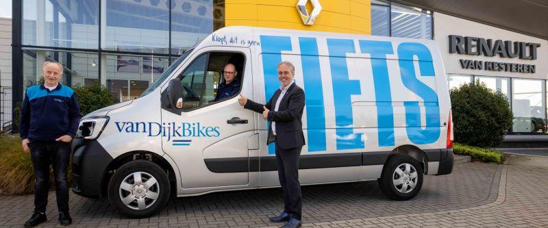 Van Kesteren levert nieuwe Renault Master aan Van Dijk Bikes