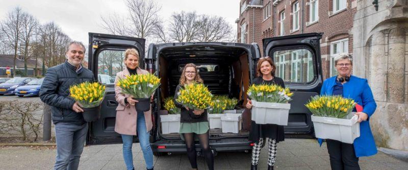 Renaultdealer Van Kesteren regelt gratis voorjaarsbloemen voor ouderen